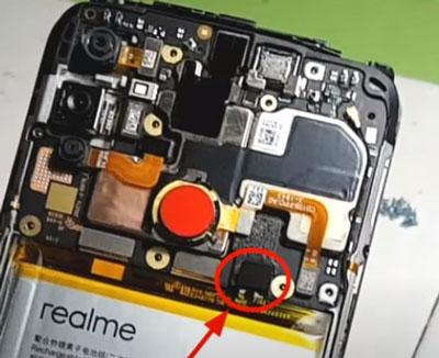 4. Lepaskan Konektor Baterai