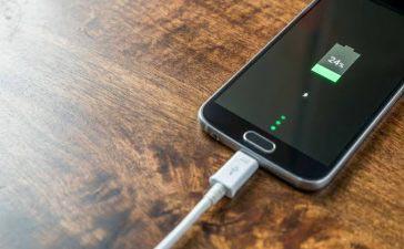 Hindari Pengisian Baterai Berlebihan